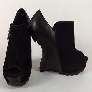 Liliana NWOB Size 5.5 Black Platform Wedges